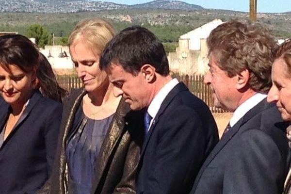 Manuel Valls coupe le ruban du nouveau Mémorial de Rivesaltes aux côtés de Ségolène Neuville, Najet Vallaud-Belkacem, Damien Alary et Hermeline Malherbe.