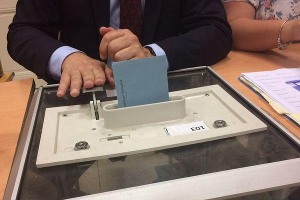 Urne d'un bureau de vote en Seine-Maritime - Archives