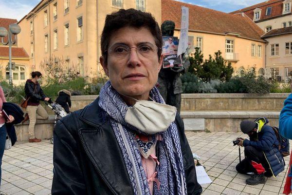 Christine Chatot Pieralli est enseignante au lycée Louis Pergaud. Selon elle, le manque de temps empêche d'enseigner des valeurs fondamentales aux élèves.