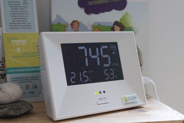 Parmi les micro-capteurs de l'opération Ambassad'air : un capteur de CO2 pour mesurer la pollution dans les logements et indiquer quand aérer.