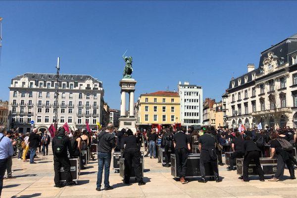 Une manifestation avait lieu place de Jaude à Clermont-Ferrand ce vendredi 23 avril contre la réforme de l'assurance chômage.