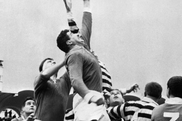 le 02 juin 1963 lors de la finale du championnat de France de rugby opposant le Stade montois à l' US Dax au Parc Lescure, à Bordeaux
