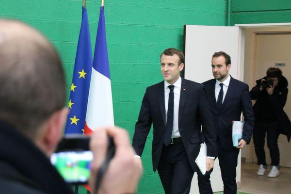 Sébastien Lecornu et Emmanuel Macron à Grand Bourgthéroulde, mardi 15 janvier 2019 pour lancer le grand débat national.