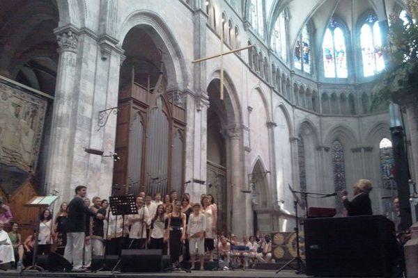 """l'ensemble vocal """"Entre ciel et terre"""" et La Velle - 07/07/13"""