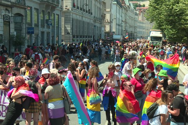 La marche des fiertés de Lyon a retrouvé son traditionnel défilé revendicatif cette année.