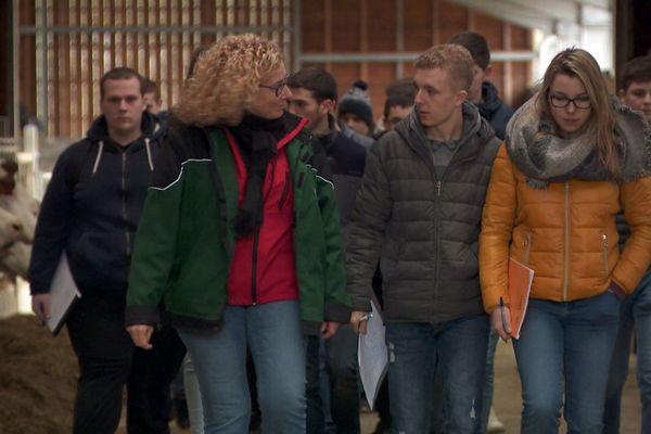 Visite des élèves du lycée de Fontaines de la ferme pédagogique du lycée de Dannemarie