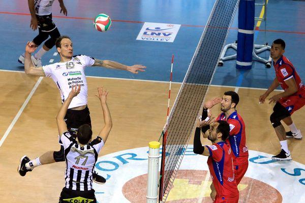 Le Stade Poitevin s'est incliné 3 sets à 2 à Ajaccio en quart de finale aller de play-off.