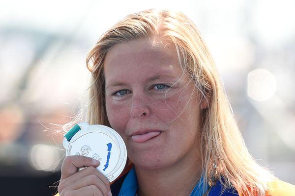Après une médaille d'argent glanée en 2014 à Berlin, la nageuse hollandaise Sharon Van Rouwendaal remporte le titre continental du 5 km en eau libre.
