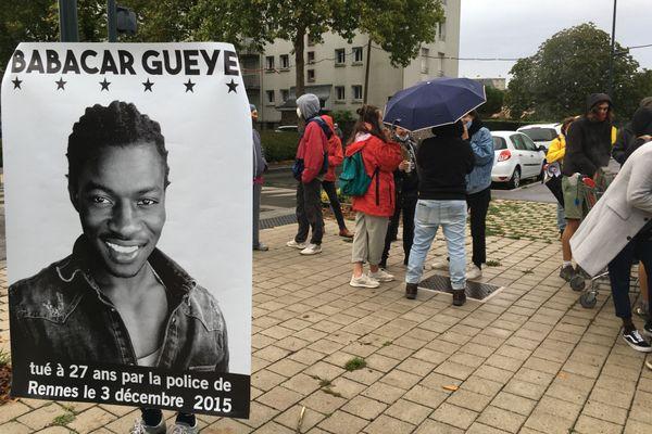 """Une reconstitution a eu lieu le 24 septembre 2020 à Rennes, à proximité de laquelle s'est regroupé le collectif """"Justice et vérité pour Babacar""""."""
