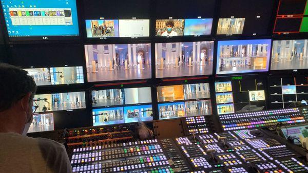 La régie de France Télévisions installée au Palais des Beaux-Arts.