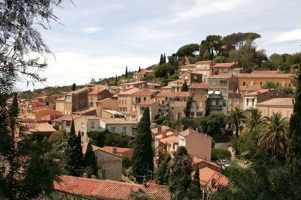 Bormes-les-Mimosas, dans le Var, fait partie des villages les plus fleuris de France.