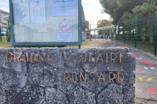 Le groupe scolaire Ronsard à Chaniers, en Charente-Maritime, est touché par la fermeture de plusieurs classes, début septembre, en raison de la pandémie de Covid-19.