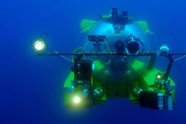 Un robot sous-marin.