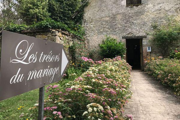 Le musée du mariage du château de Villesavin a été créé en 2000