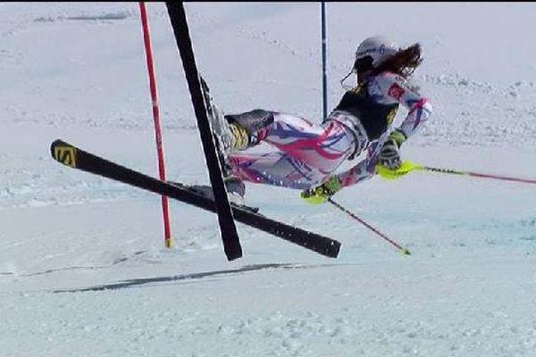 Nastasia Noens a dû abandonner dans la seconde manche de la finale de la coupe du monde de slalom.