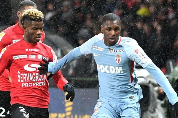 Didier Ndong, ici lors du match de Coupe de la Ligue face à Monaco, est arrivé à Guingamp depuis le club de Sunderland en Angleterre.