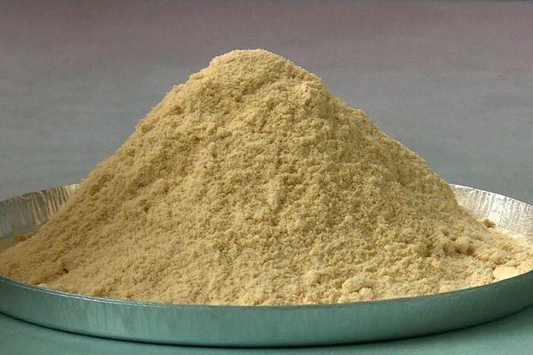 Après un contrôle de qualité, les pois sont transformés en farine de laquelle est extrait la protéine végétale.