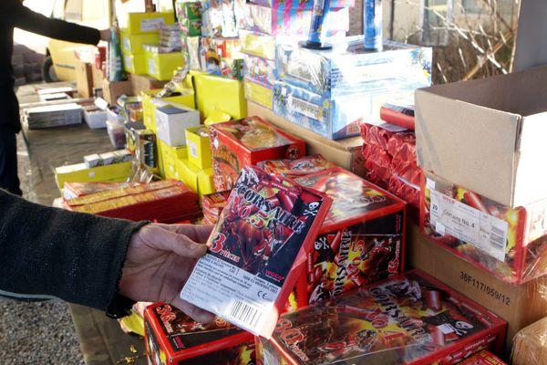 Un stand de vente de pétards et feux d'artifice à Colmar, en décembre 2012.