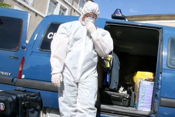 Les techniciens en identification criminelle de la gendarmerie nationale doivent se rendre sur les lieux de l'explosion.