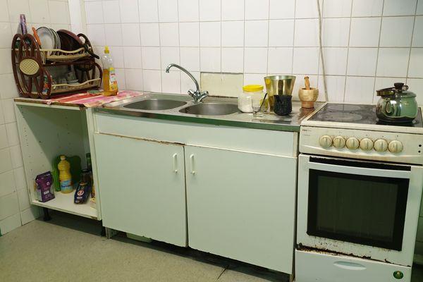 La cuisine du local, où la famille peut faire à manger.