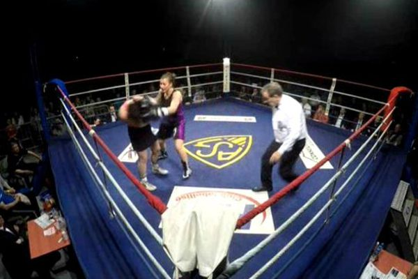 Après un rapide combat, Farida El Hadrati conserve son titre de championne d'Europe des super-légers.