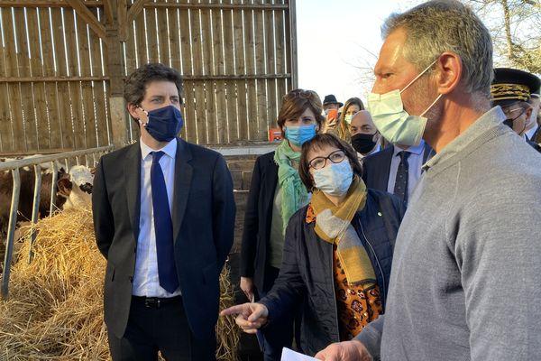 1er mars 2021- Julien Denormandie, ministre de l'Agriculture et de l'Alimentation en visite dans une ferme de Seine-Maritime.