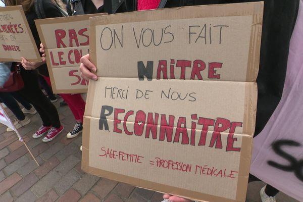 Les sages-femmes se sont rassemblées pour demander une amélioration de leurs conditions de travail. - Toulouse (Haute-Garonne) - 5 mai 2021