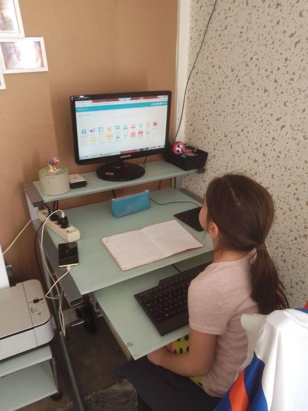 Les enfants d'Ophélie doivent se partager l'ordinateur familial pour suivre les cours à distance.