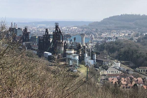 Les hauts fourneaux et l'aciérie d'ArcelorMittal sont définitivement arrêtés depuis 2011. Avec le coronavirus, les installations sidérurgiques restantes dans la vallée sont arrêtées temporairement.