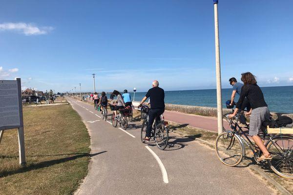 Une trentaine de cyclistes a pédalé de Caen jusqu'à Ouistreham pour dénoncer l'organisation de la Normandy beach race.