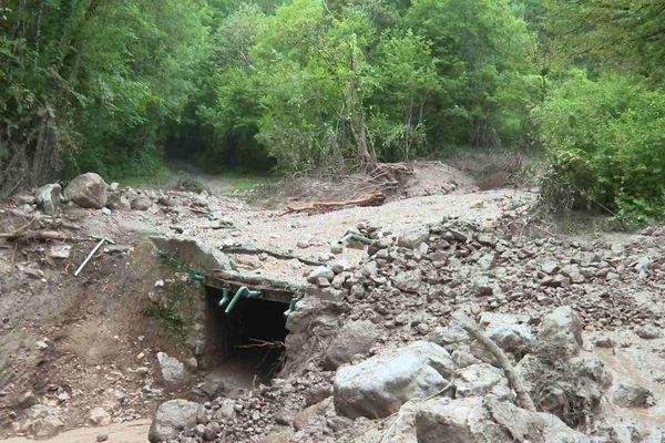 Pont emporté par une coulée de boue à Saint-Paul-de-Varces, Isère