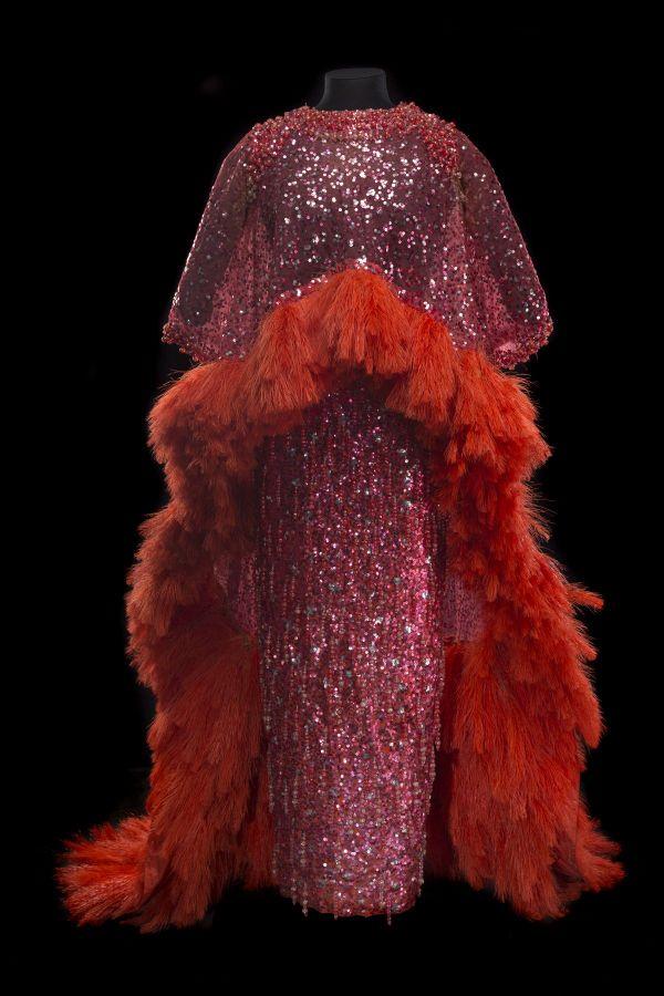 Cette jupe et cette cape pailletées de José Vinas ont été portées par Line Renaud, lors du final à Las Vegas en 1968.