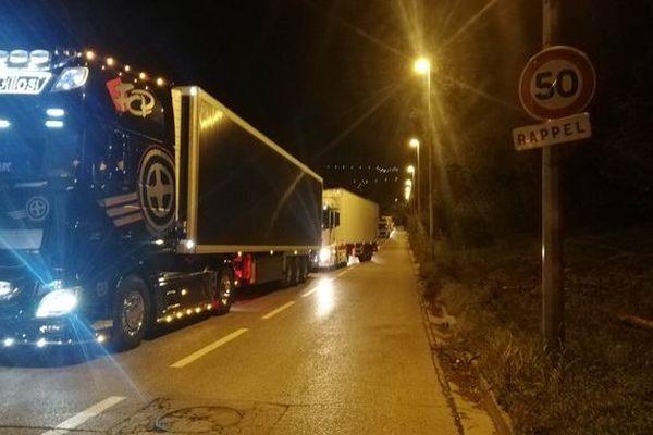 Des cheminots ont installé un barrage filtrant au parc d'activités logistiques de Nice Saint Isidore.