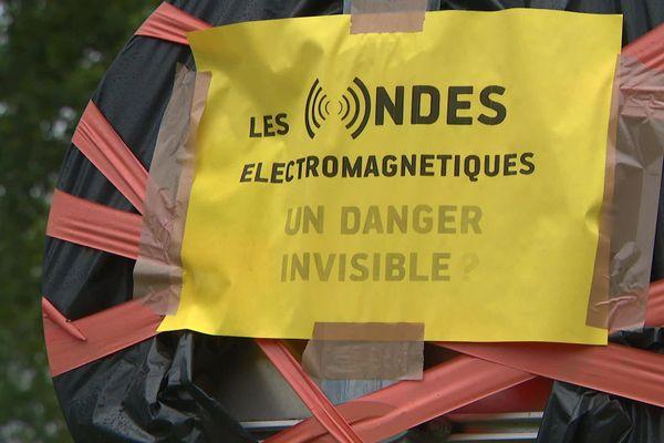 A Donges, des riverains s'inquiètent de l'enfouissement de lignes à très haute tension en bordure de leur maison