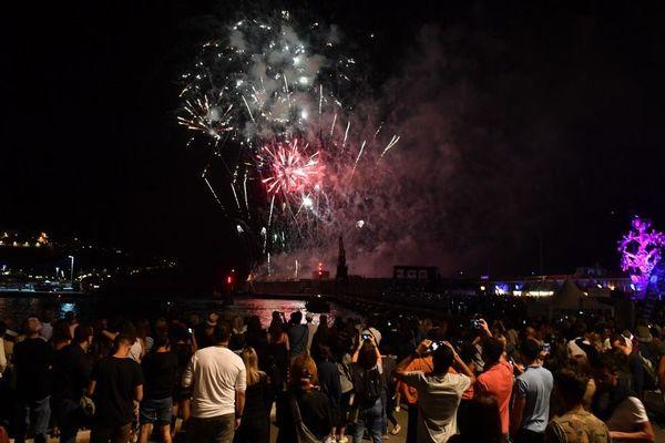 Feu d'artifice tiré sur le port de Nice, le 8 juin 2019