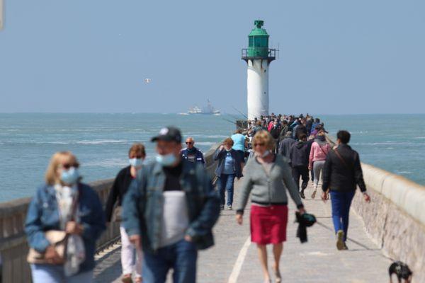 Des touristes à la plage de Calais - Photo d'illustration