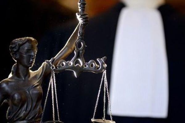 Une plainte pour viol déposée par une ex-élève avocate bordelaise et visant un avocat chez qui elle effectuait son stage à Paris.