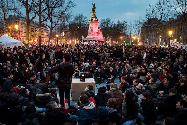 La police a de nouveau évacué la place de la République à Paris ce samedi matin, alors que les manifestants du mouvement Nuit debout venaient d'y passer une seconde nuit.