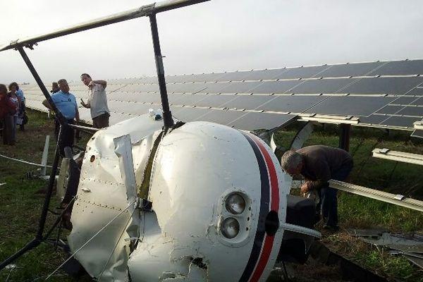 Le petit hélicoptère est tombé au coeur d'une ferme de panneaux photo-voltaïques, à Torreilles, dans les PO.