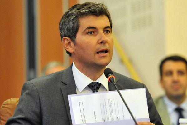 Gilles Platret, maire de Chalon-sur-Saône, lors d'un conseil municipal.
