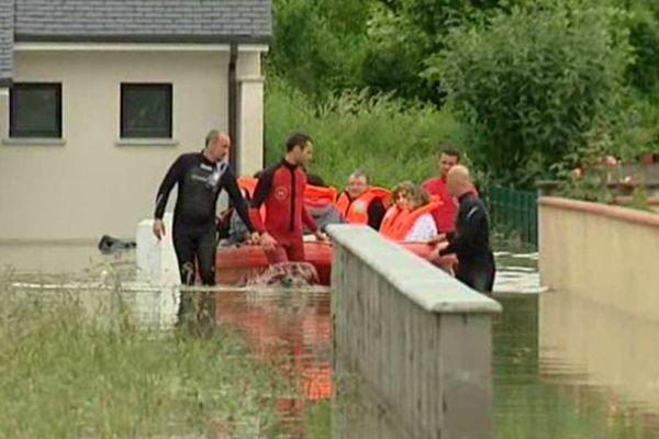 Sauvetage à Baudreix (64) après la crue du gave de Pau - 19 juin 2013