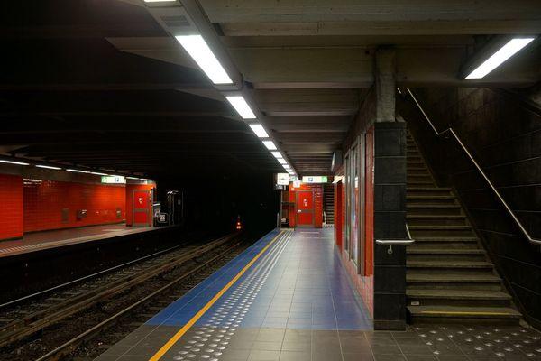 La gare vide de Maelbeck à Bruxelles, ce mardi 22 mars 2016