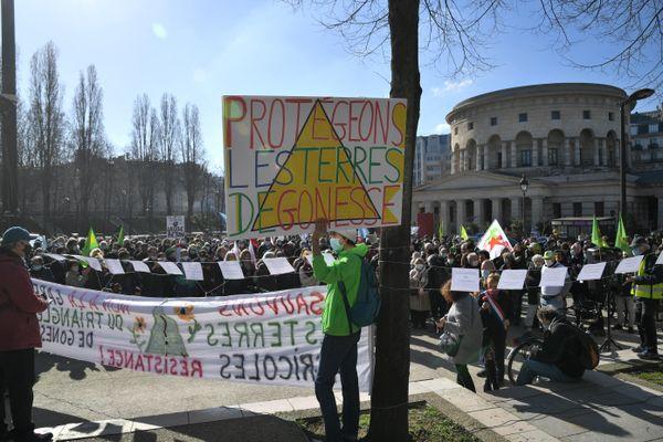 Des manifestants sur la zone du Triangle de Gonesse en février 2021