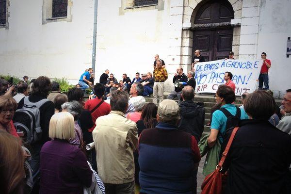 Le rassemblement en hommage à Clément Méric a débuté à 19 heures, à Grenoble.