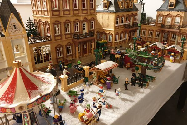 Un diorama Playmobil de l'époque victorienne, pendant l'hiver, réalisé par Nathalie.