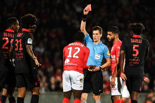 Nîmes s'est incliné 1 à 0 face à Nice après deux expulsions dont celle de Faitout Mouassa.