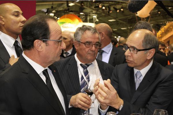 François Hollande samedi sur le stand des vins de Bergerac et du Sud-Ouest