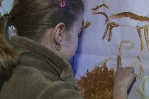 Enfin un cours de dessin ou l'on peut mettre ses doigts dans la peinture !