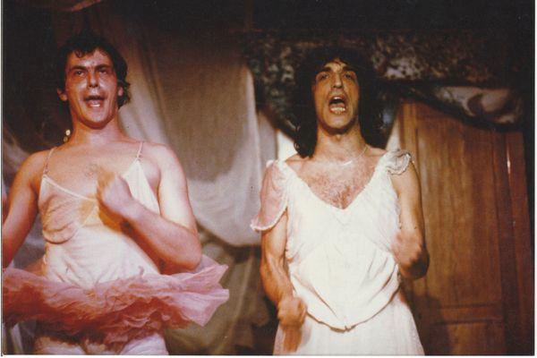 Jean-Pierre Bacri (à gauche) et Gérard Darmon dans Les Catcheuses, mises en scène par Jean-Louis Manceau