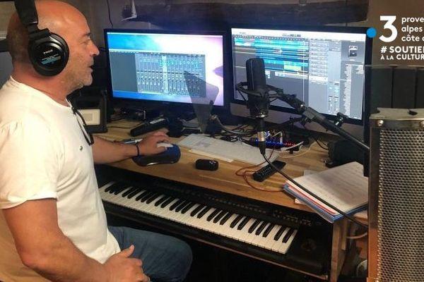 Bruno Barkats dispose d'un studio d'enregistrement à la maison.